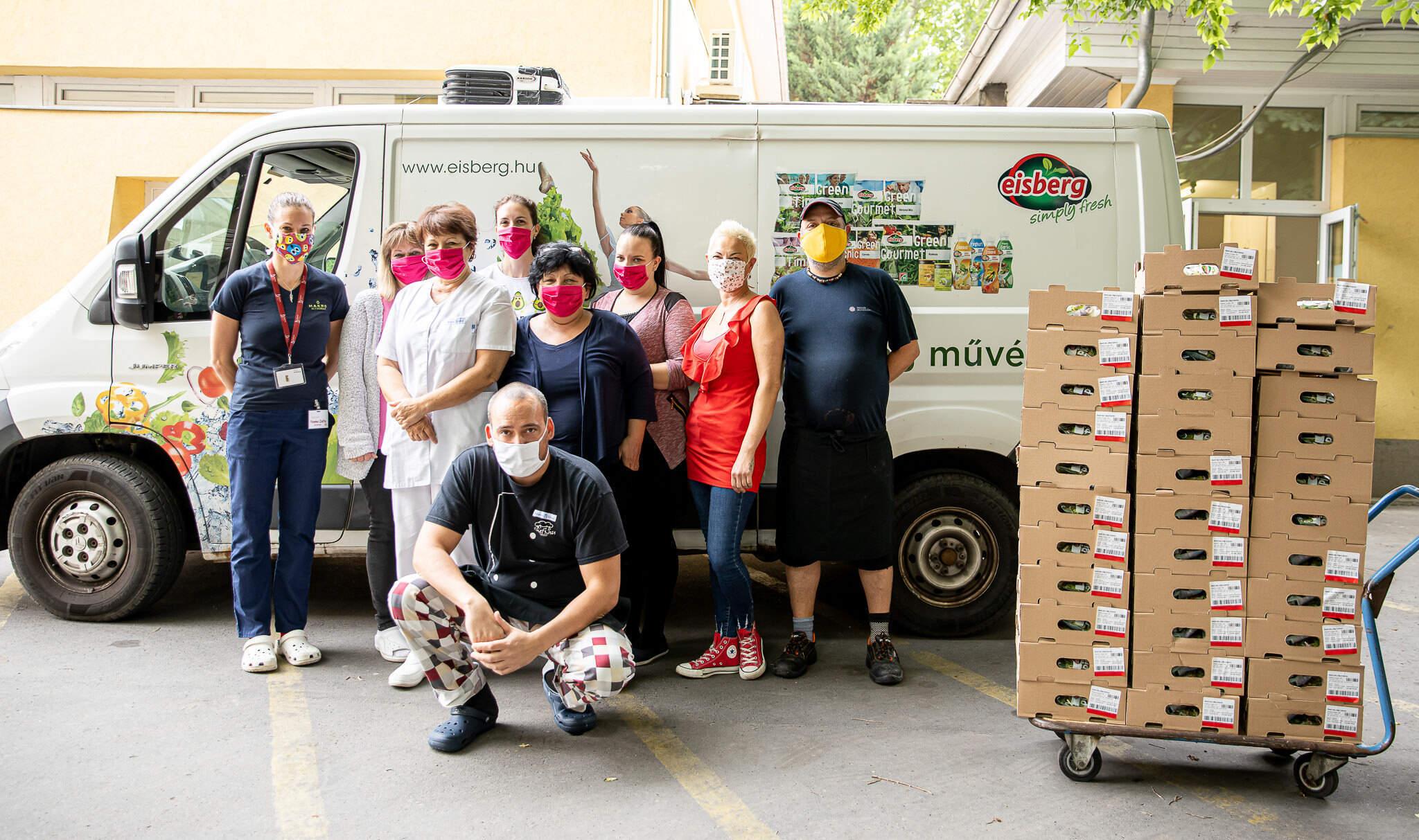 A Bethesda Gyermekkórház dolgozói és az Eisberg csapata